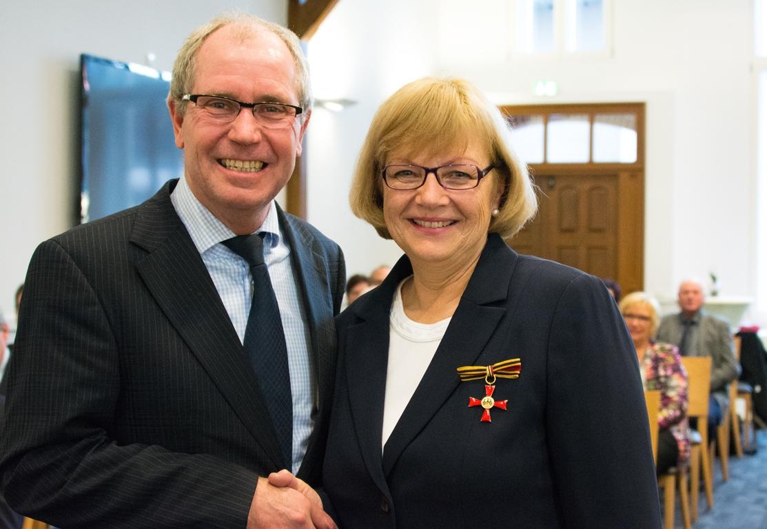 Jutta Schmidt erhält Bundesverdienstkreuz
